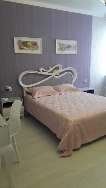 42  Аренда Ялта: 2-х комнатные  апартаменты ул Свердлова низ   рядом с массандровским пляжем