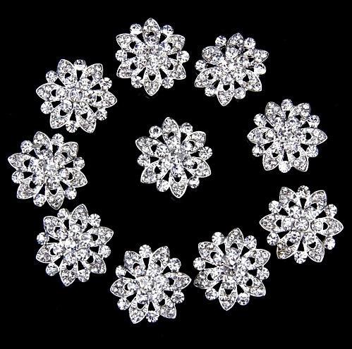 """Серединка  22 мм.  """" Цветок """" из  Горного  хрусталя на  металической   основе  -  пуговица  под  беое  серебро ."""