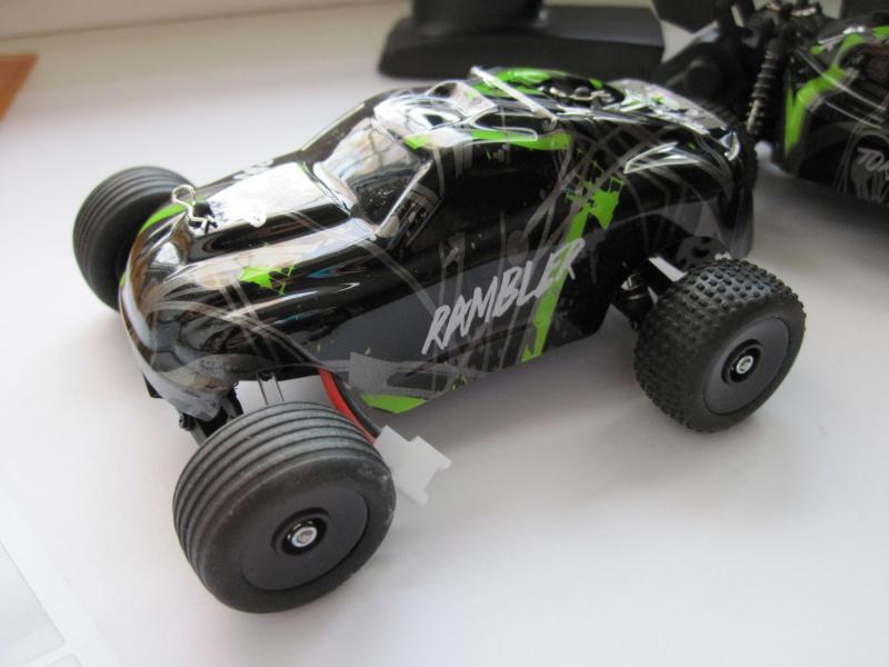 Машинка трагги JJRC LT832T, задний привод 2WD ,  масштаб 1:32 , цвет зеленый с черным. Длина 14 см. Скорость 15 км/ч