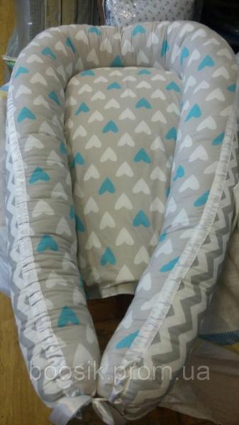 Колыбелька-кокон для новорожденных разноцветный сердечки голубые
