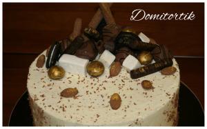 Фото Торты, Праздничные торты Торт с конфетами и печеньем