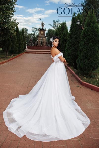 Непышное легкое свадебное платье Доротея