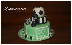 Фото Торты, Детские торты Торт футболисту с бутсами