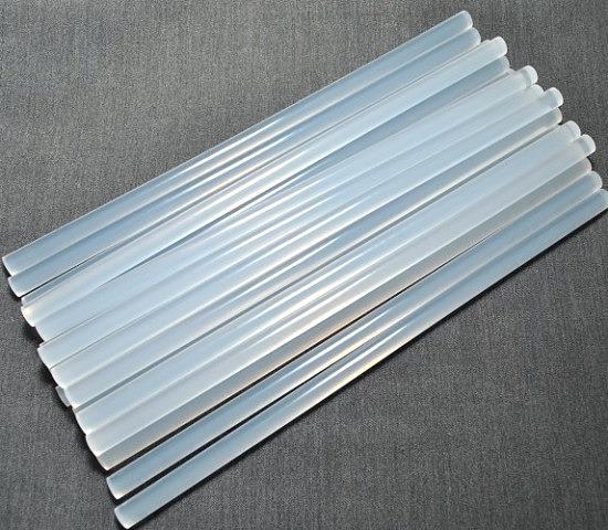Фото Инструменты ,  крепёжные  материалы  и  клей. Силиконовый , прозрачный  клей  7 мм.  длина  палочки  26,5 - 27 см.