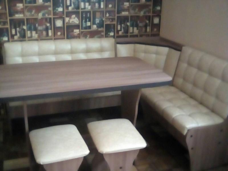 Кухонный Стол+Табуреты и уголок