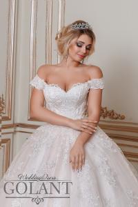 Фото Свадебные платья Пышное свадебное платье со шлейфом и кружевом Королева