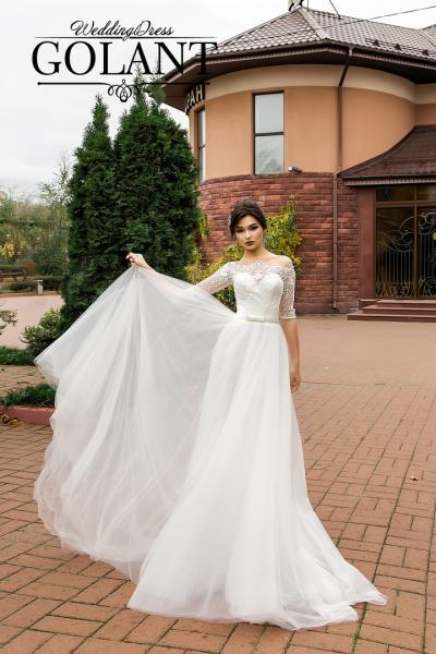 Легкое непышное свадебное платье со шлейфом и кружевными рукавами Флер
