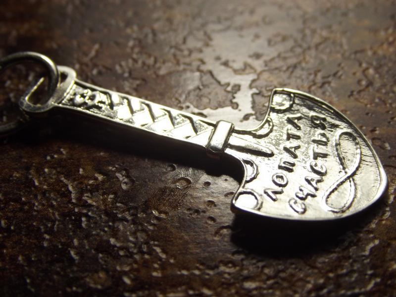 Фото Кулоны Различной тематики Серебряный кулон лопата счастья