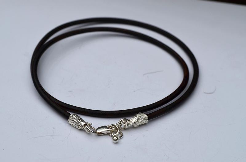 Кожаный шнурок с серебряными окончания драконами