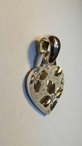 Фото Ювелирные украшения эксклюзивной группы Серебряный кулон сердце