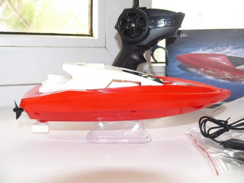 Катер JJRC S5 радиоуправляемый, длина 23 см, скорость 10 км/ч.
