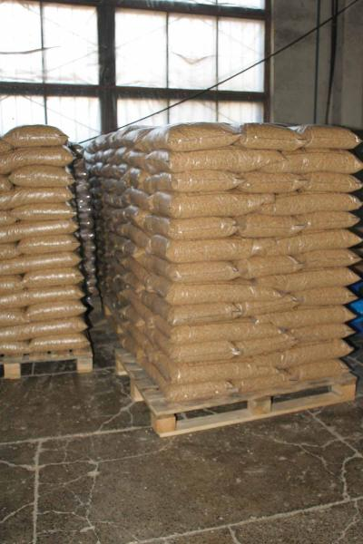 Пеллеты 6мм премиум качества из сосновых опилокю А1 в полиэтиленовых пакетах по 15 кг