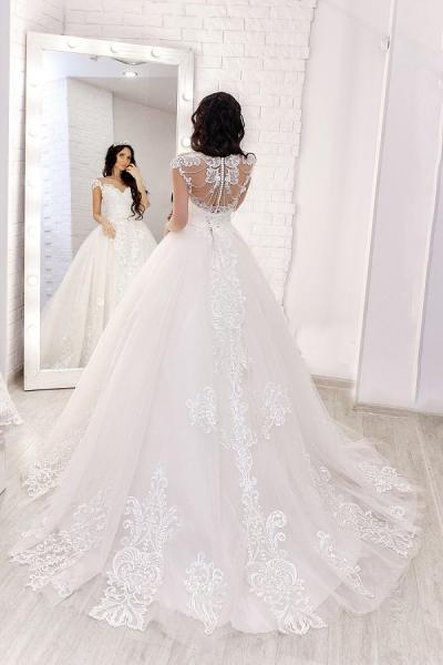 Белое свадебное платье со шлейфом Тереза