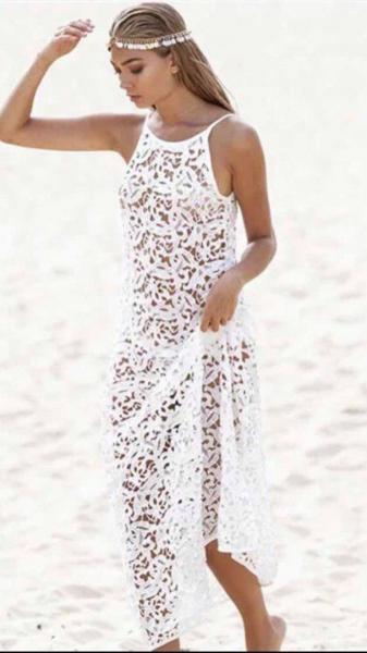 Пляжная белая длинная туника.