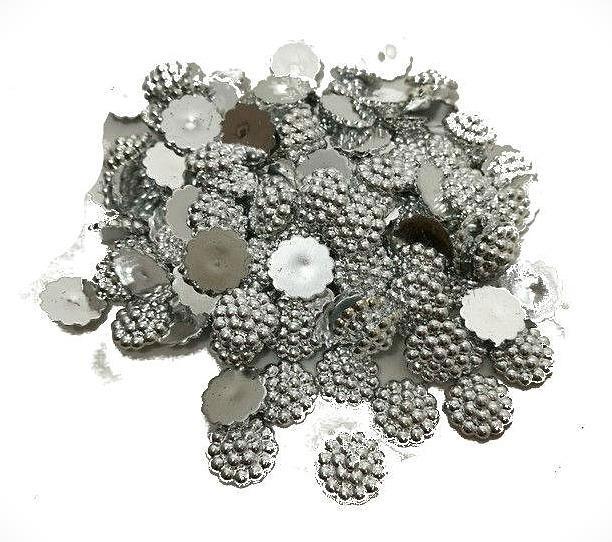 Полубусина   пластиковая , акриловая ,  Серебряного  цвета  в  пупырышках   Размер  13,5 мм.