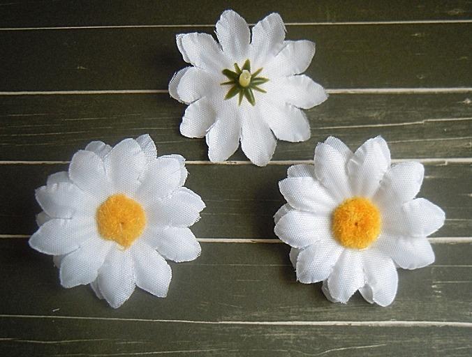 Фото Цветы искусственные, Цветы тканевые Ромашка   5,3 см.  Белая , тканевая .