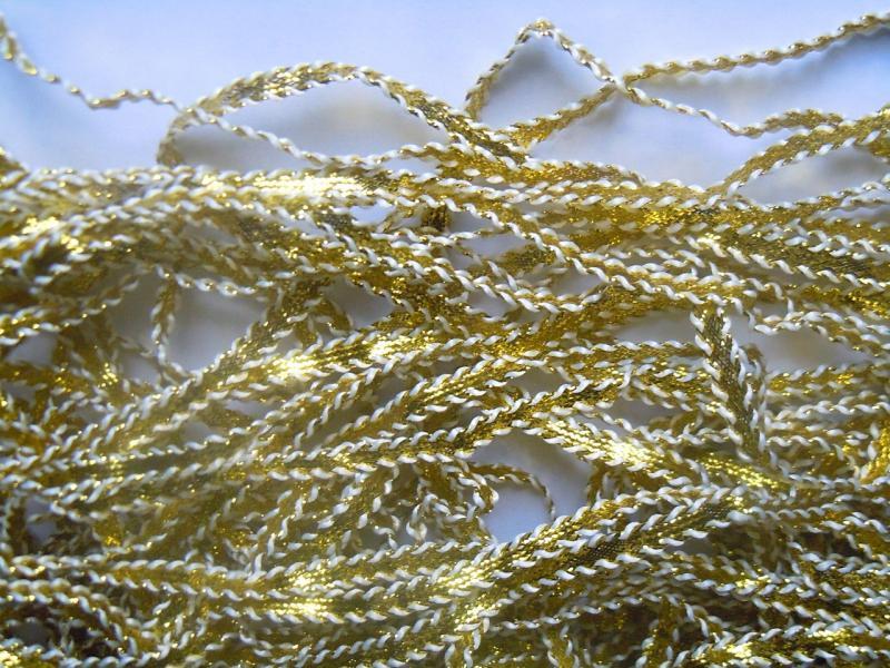 Фото Новинки Тесьма  6,5 мм.  Золотая  с  белыми  кантиками .