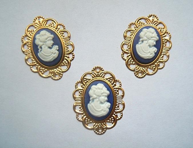 Фото Серединки ,кабашоны Металическая  золотая   Филигрань   32 * 24 мм.   с  синей  Камеей  18 * 13 мм.