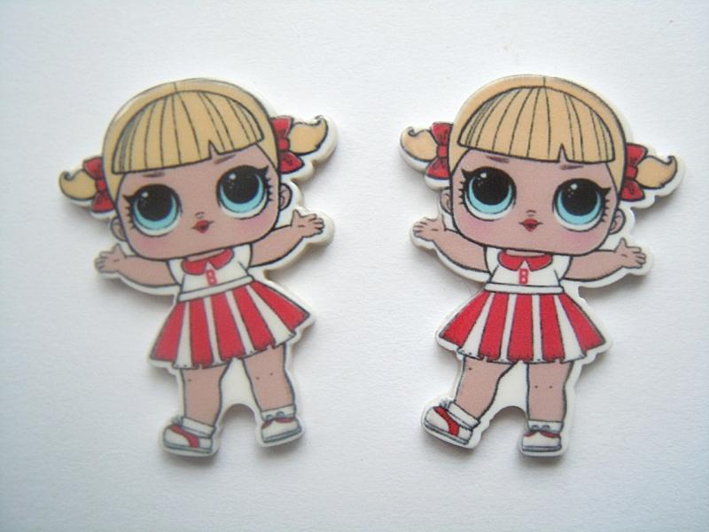Фото Серединки ,кабашоны, Кабашоны детские мультики Пластиковая серединка  27 * 38 мм.  ЛОЛ  с  хвостиками  в  бело-красном  платье  в  полосочку .