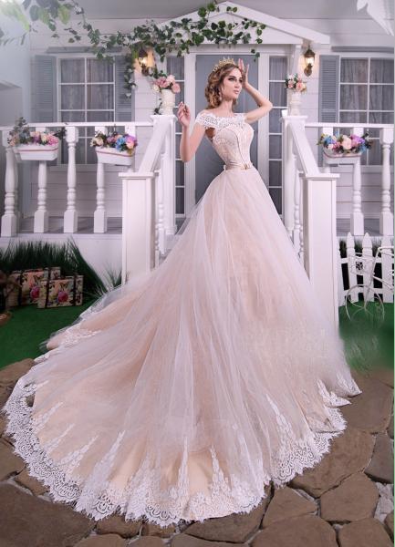Пышное свадебное платье со шлейфом Бэль