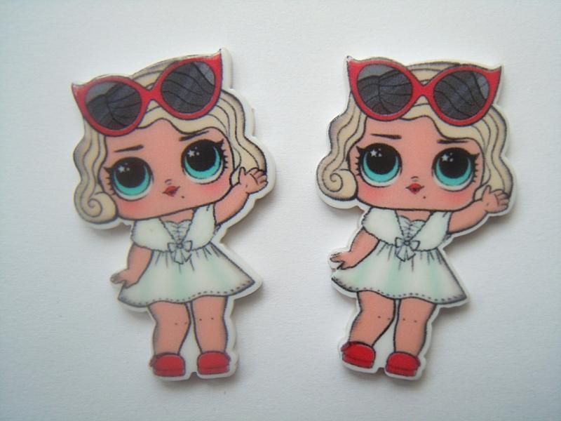 Фото Серединки ,кабашоны, Кабашоны детские мультики Пластиковая серединка  22 * 36 мм.  ЛОЛ   блондинка  с  красными  очками на  голове.