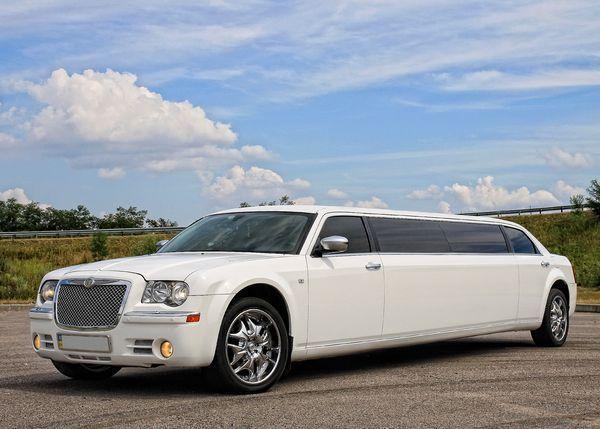 Лимузин Chrysler 300C Limo white 2012