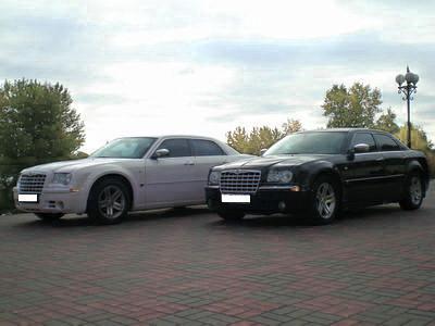 Chrysler 300C черный и белый аренда авто