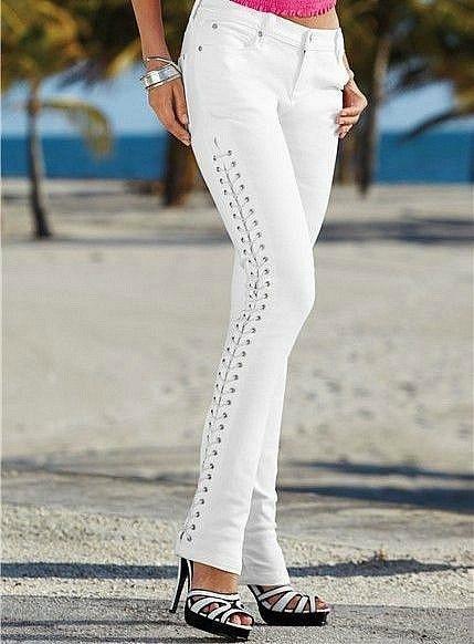 Фото Женские джинсы Джинсы на шнуровке р46 белые