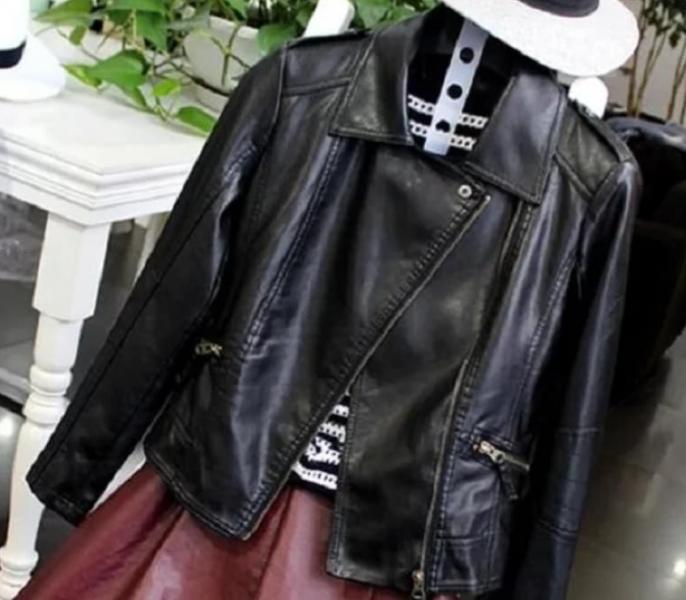 Фото Женские куртки Куртка косуха 46р черная