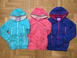 Фото Куртки, комбинезоны, пальто, жилетки ДЕВОЧКАМ Куртка на синтепоне 134-164 см