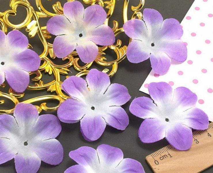 Фото Тканевый декор Тканевый  цветок  5,2 - 5,5 см.  Сиреневый  с  белой  серединкой .