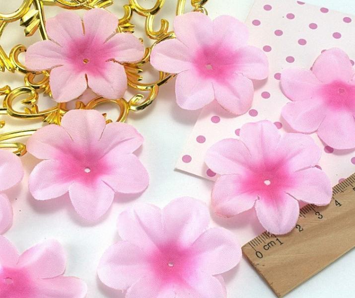 Фото Новинки Тканевый  цветок  5,2 - 5,5 см.  Светло розовый  с  розовой  серединкой .