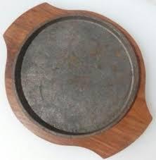 Сковорода чугунная круглая на деревянной подставке Ø 200 мм (шт) 9934