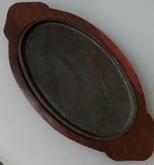 Сковорода чугунная овальная на деревянной подставке 240*140 мм (шт  ) 9933