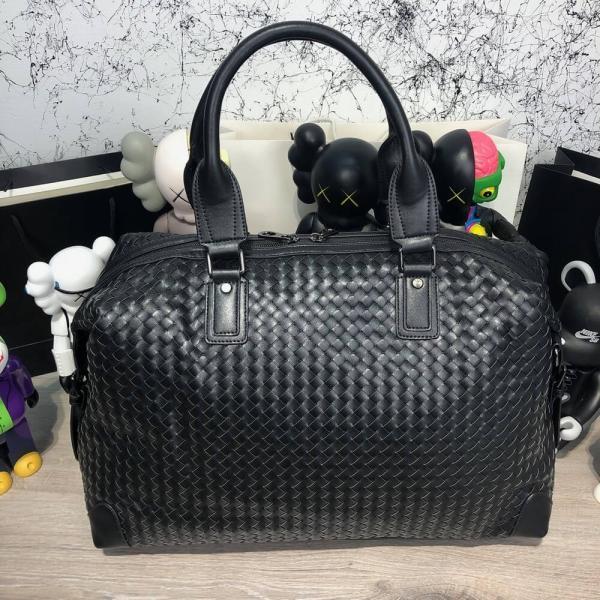 Bottega Veneta Medium Duffel Bag In Nero Intrecciato VN