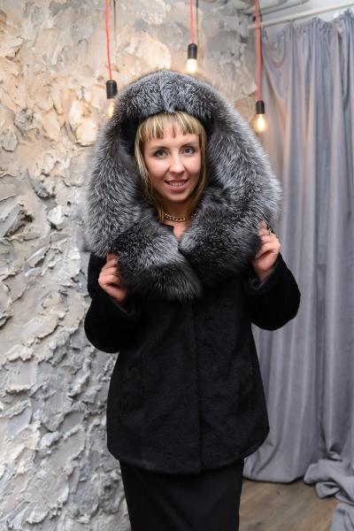 Шуба куртка пиджак из плюшевой нутрии с шалевым капюшоном
