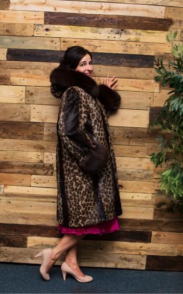Свингер шуба пальто из нутрии накатка полинезийский кот с песцовой опушкой