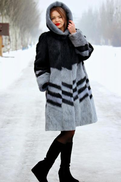Комбинированная шуба свингер пальто из нутрии неон и черный