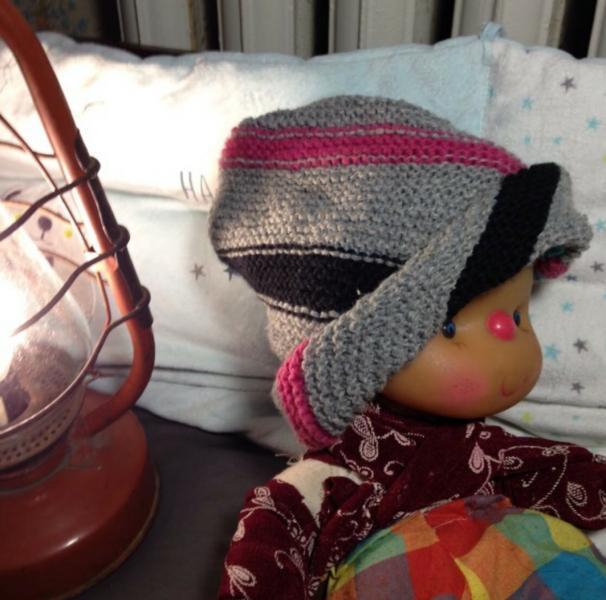 Детская шапка с диагональными полосами