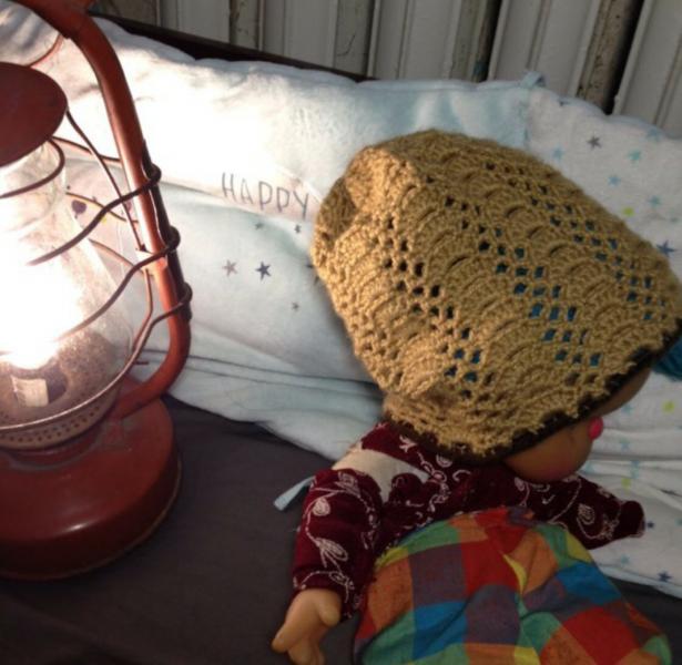 Светло-коричневая ажурная шапка