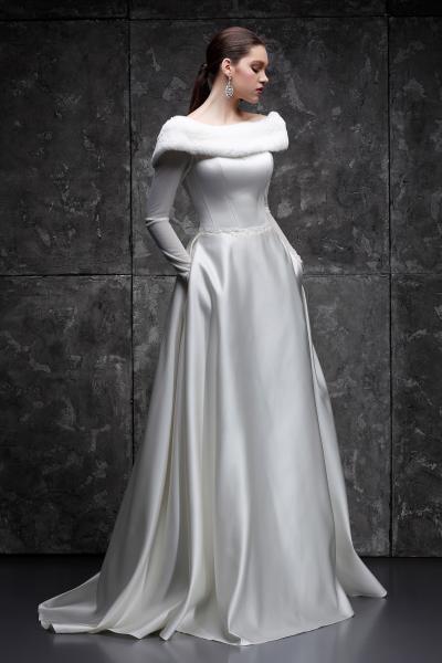 Атласное свадебное платье с рукавами Зима