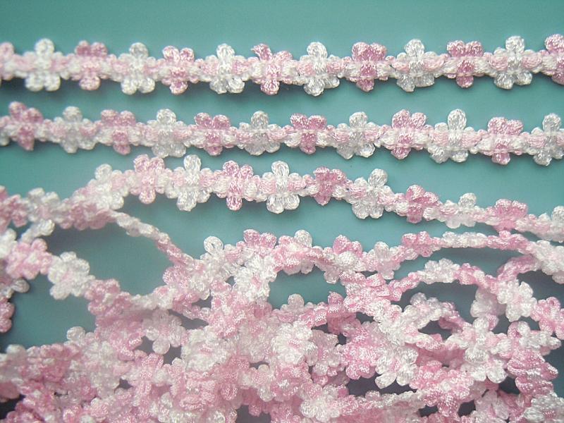 Фото Кружево ,тесьма ,сетка,резинка, Тесьма цветочная Тесьма  цветочная , вязаная.  Бело - Розовая .   Ширина  13 мм.