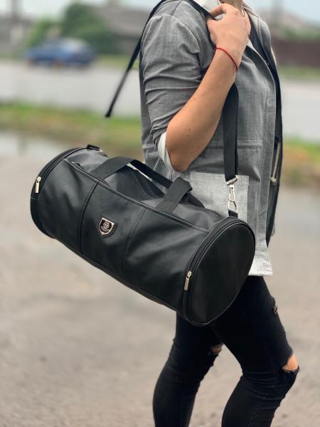 Дорожно-спортивная сумка кожзам черная Код 0104-01