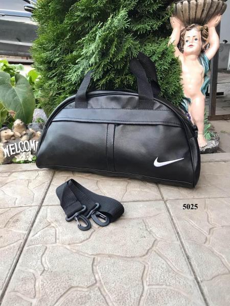 Женская сумка вместительная черная логотипы разные Код 5025