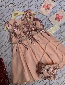 Фото Платья, туники, сарафаны Платье нарядное с сумочкой 3-5 лет