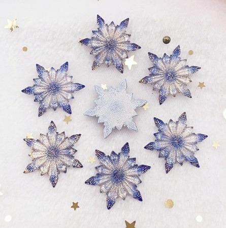 Фото Серединки ,кабашоны, Кабашоны, камеи Серединка  32 мм.   Снежинка  с  кристалической  поверхностью  . Сиренево - Синяя .