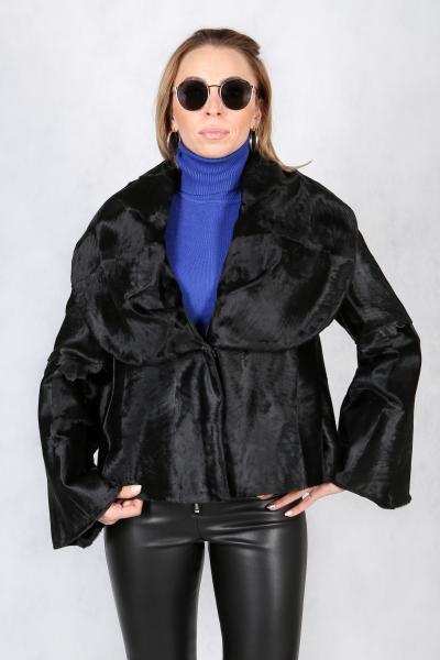 """42. Модель """"Кремли"""" - это жакет в стиле """"болеро"""" из очень редкой каракульчи-голяка черного цвета"""