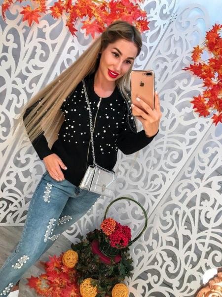Стильный женский свитер.
