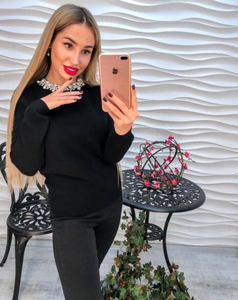 Женский тонкий свитерок на молнии.