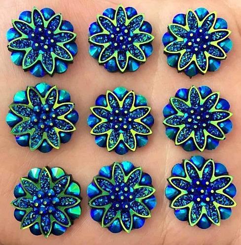 Кабашон   Цветок  19 мм.  Хамелион , с  узором  из  кристаликов   (  без  отверстий )  Синего  цвета , на  плоской  основе.